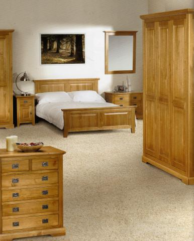 antique_pine_bedroom_set.jpg
